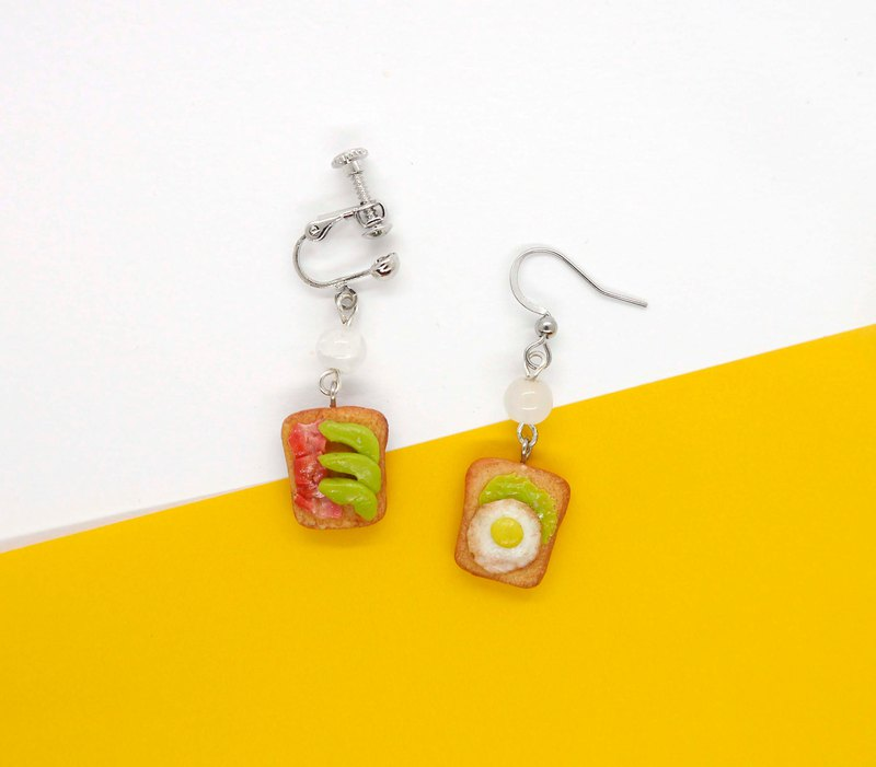 Sandwich Toast Dangle Earring 可愛吐司珠珠耳環