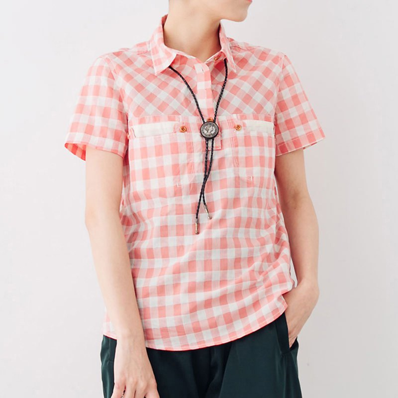 Half-open plaid double-pocket wooden buckle short-sleeved shirt - peach powder