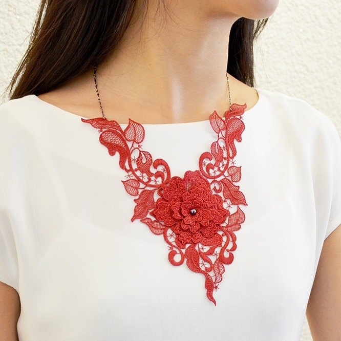 Feminine and attractive embroidery necklace - love chain gift