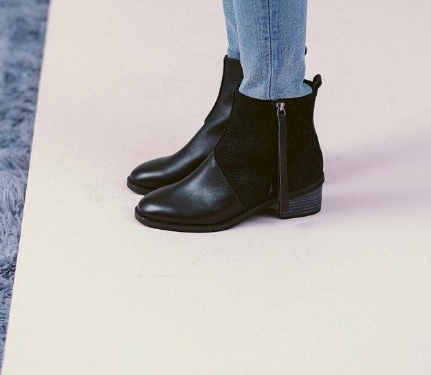 Very simple block cut high tube leather low boots with black