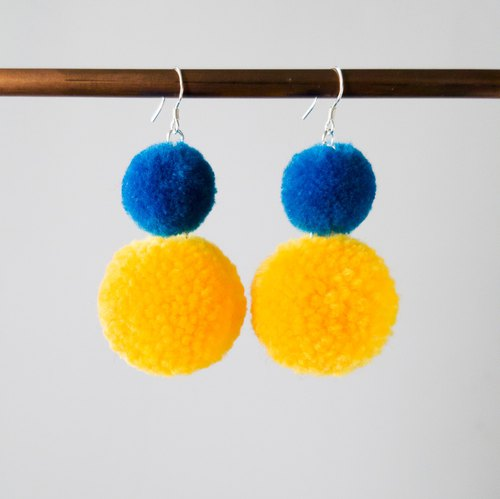 Twin pom pom (blue/yellow) earring