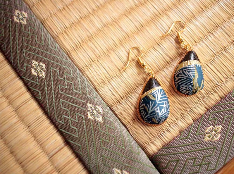 "Japanese paper earrings ""Patterns of tear-shaped ice trees"""