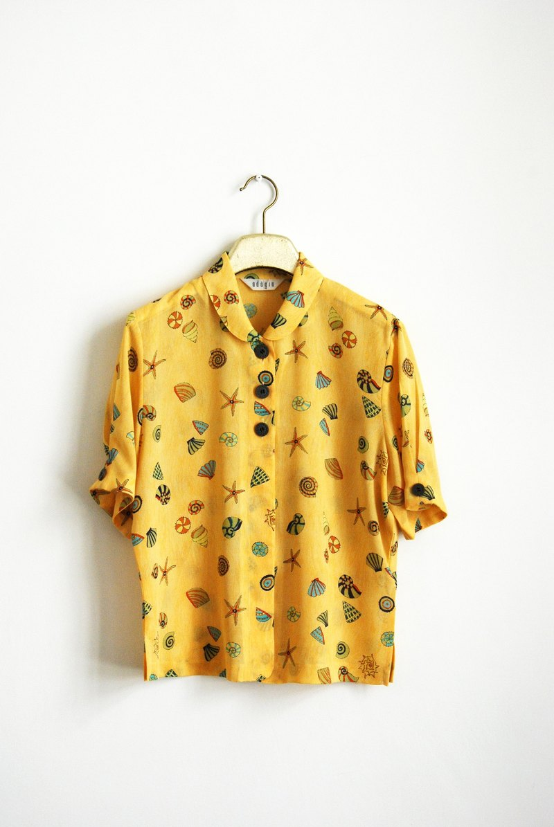 Ancient shells printed short sleeve shirt