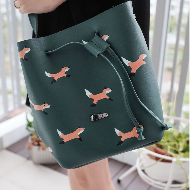 Fox Bucket Bag in Olive Green