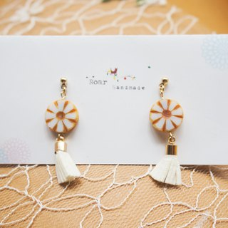 Simple design earrings / tassels. Pin/clip