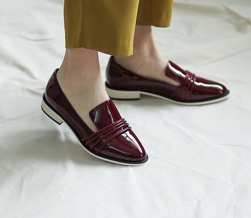 [Show products clear] horizontal line decorative round head minimalist leather shoes red