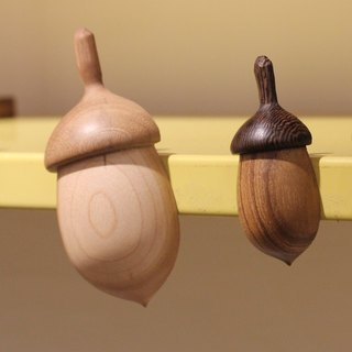 Oak fruit magnets / pins (large)
