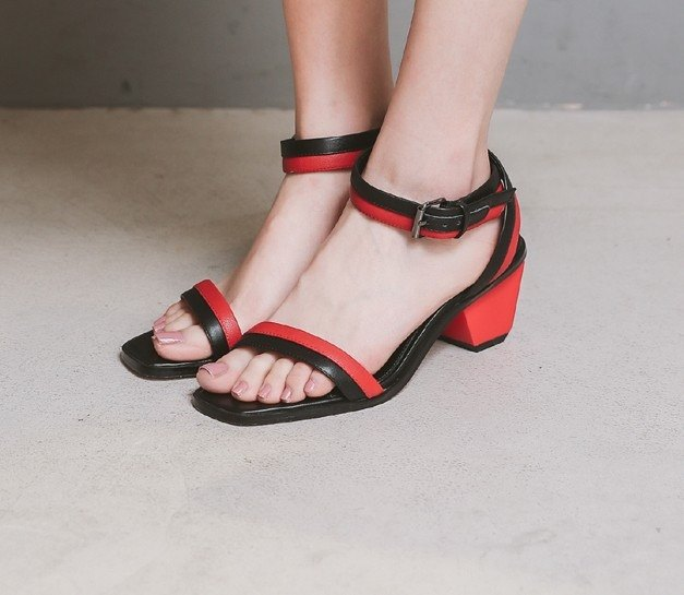 Classic double color belt around the drill with a leather belt leather sandals black and red
