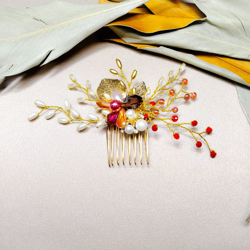 Wearing a happy autumn maple rice series - bridal hair comb. French comb. Self-service wedding - cranberries