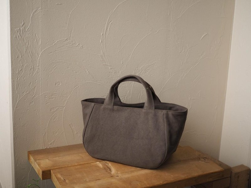 Round tote with lid M (Grayish brown)