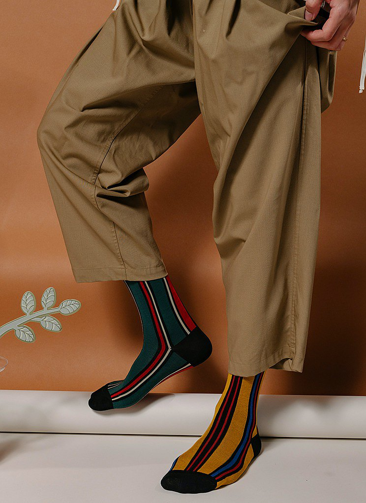 Two-color optional men and women with the same tube socks, trendy socks, striped contrast, street style, European and American retro socks