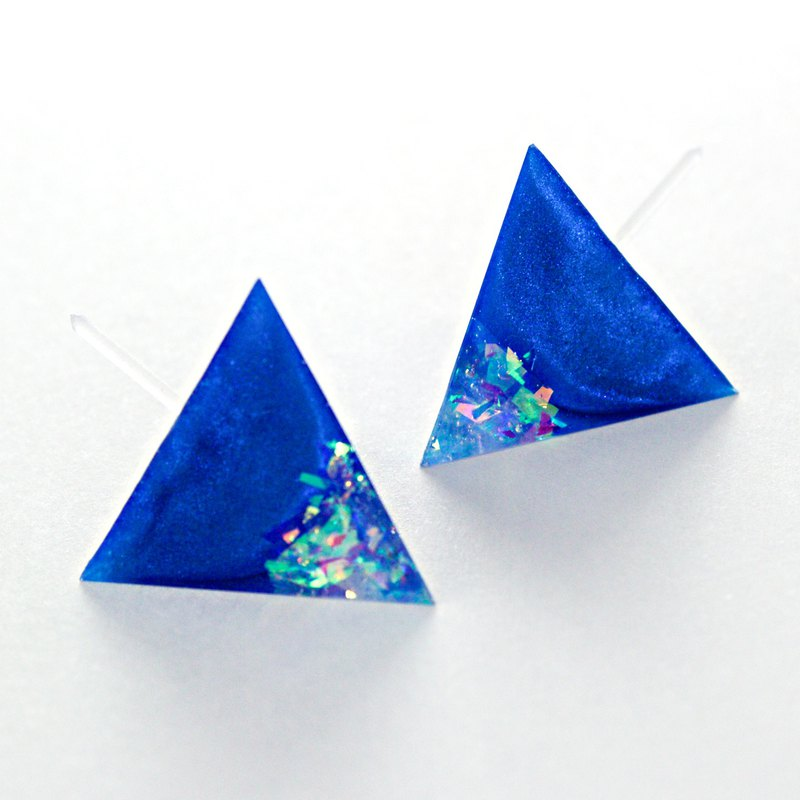 Triangle earrings (super blue change)