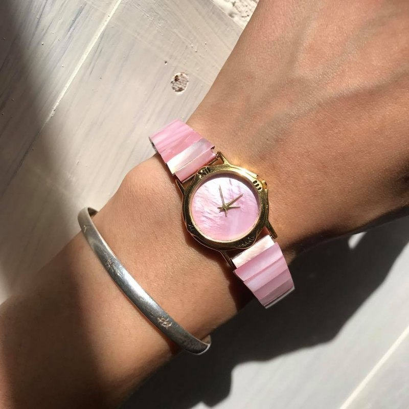 【Lost And Find】Pink colored Natural Mother of pearl watch