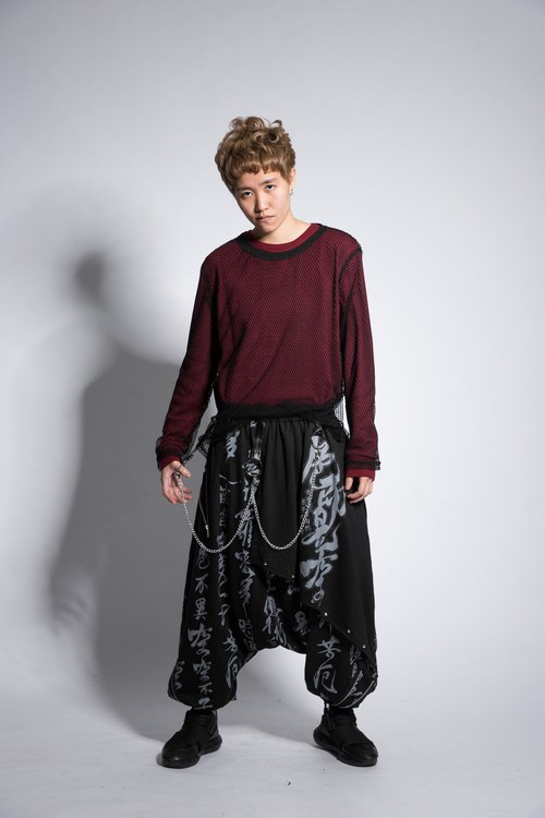 Color is hollow by the iron chain skirt trousers black and gray