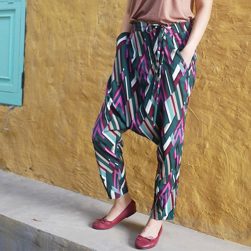 Green zigzag harem pants