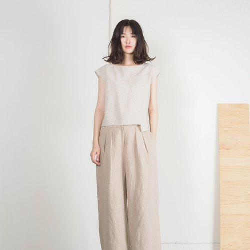Long and wide pleated pants
