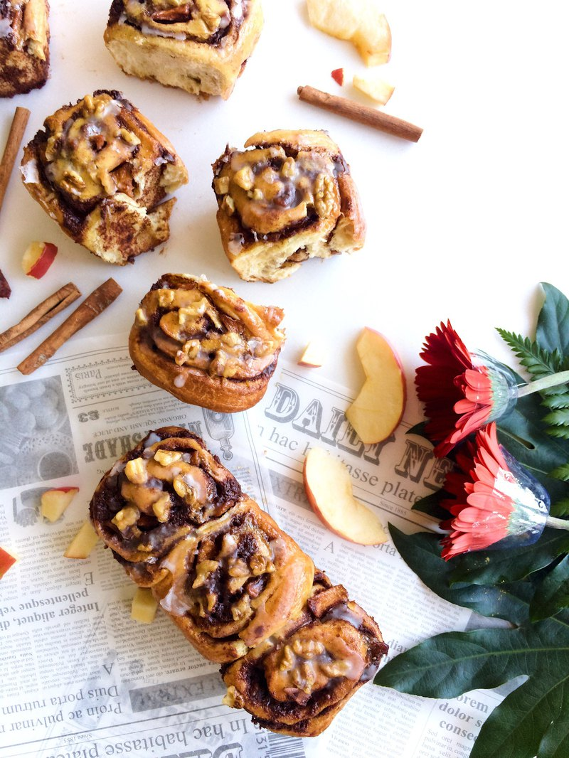 佐咖啡系列 • Aroma pressing icing sugar apple walnut cinnamon roll a box of 3 twins