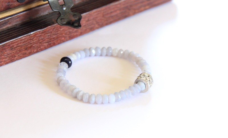 Fashion Energy Jewelry Collection - Blue Agate Wheel Cobblestone Bracelet / Holly blue agate