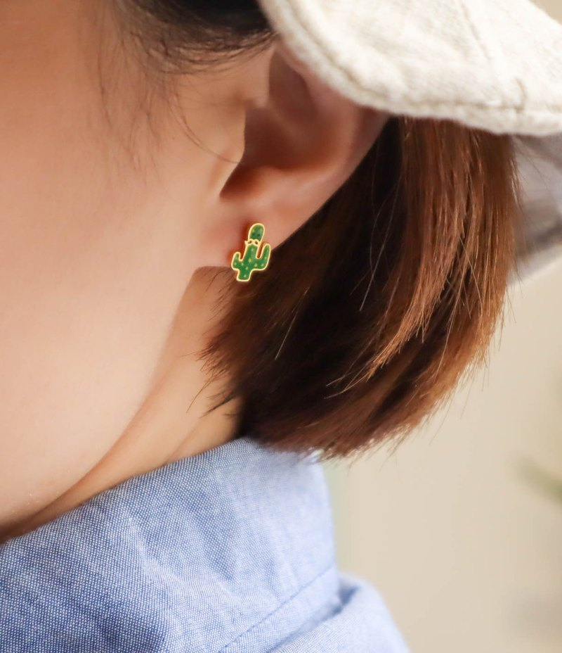 Cactus and his heat-resistant partner make earrings