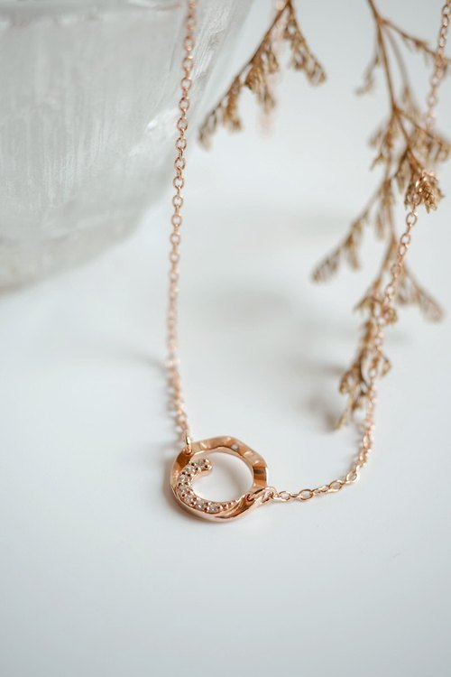 Wavy circle sterling silver necklace