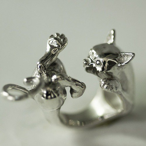 Cat ring that wants to escape from the hug [Free Shipping] I'm hugged but I don't really like it ... A cute cat ring with a little hating
