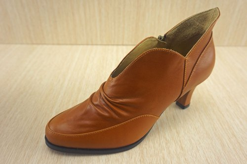 High heeled leather handmade shoes Peter Pan
