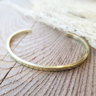 VIIART. Simple and simple -S. Plain brass bracelet