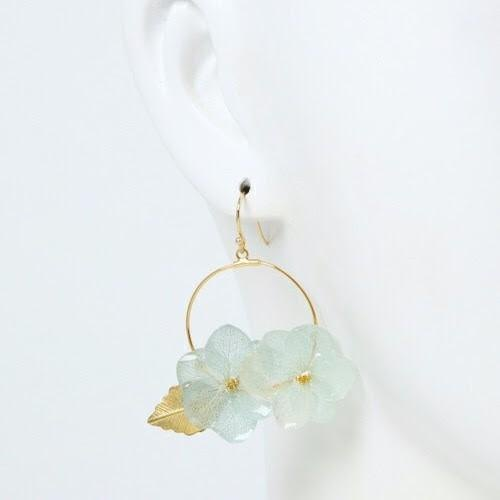 Hydrated hydrangea and reef parts hoop earrings / blue