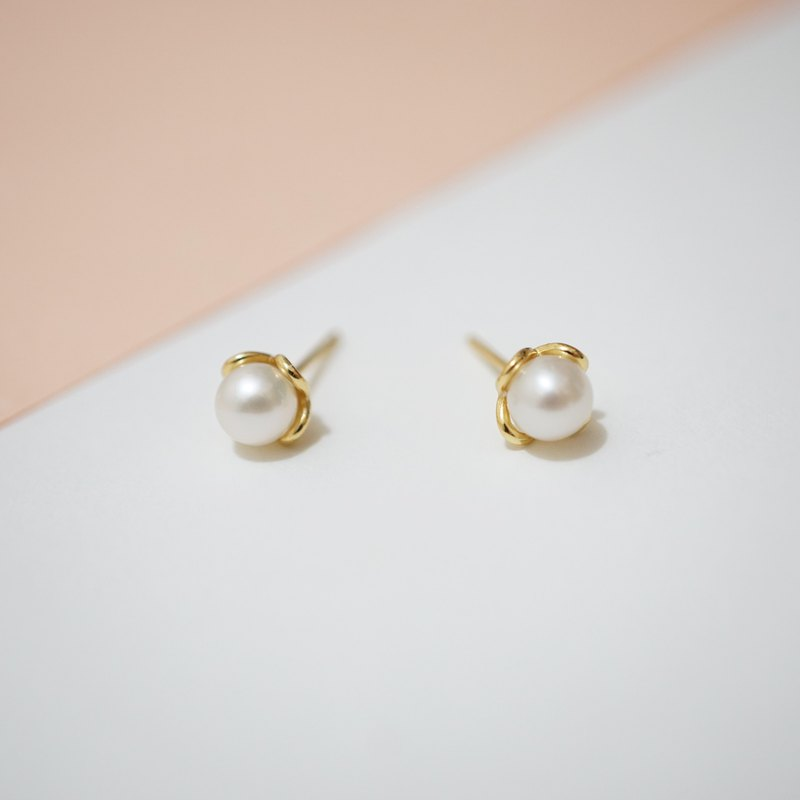 PEARL FLOWER SHAPE EARRINGS ( SILVER/ 18K GOLD/ ROSE GOLD ) | PEARL COLLECTION