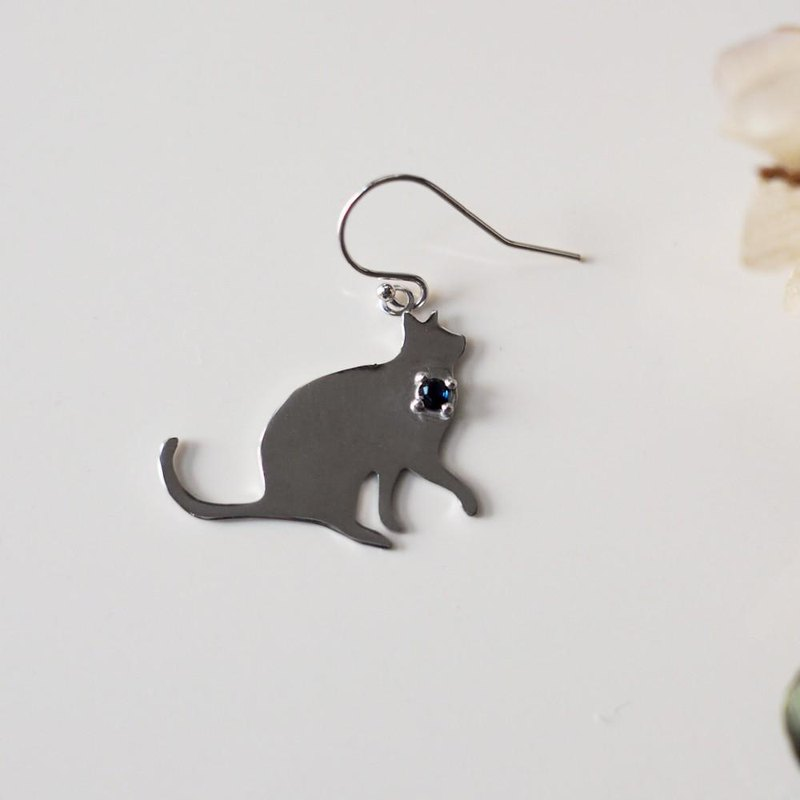 Cat silhouette earrings Sapphire one ear
