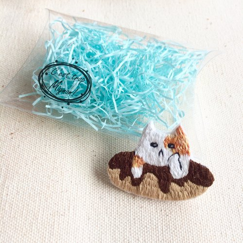 Hand-made embroidery * chocolate donut cat embroidery three pins