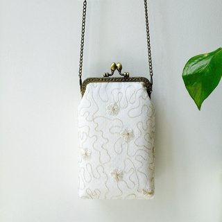 Lace art mouth gold bag cheongsam bag Messenger bag embroidery flower iphone phone bag mobile phone bag oblique bag bag bag birthday gift C section