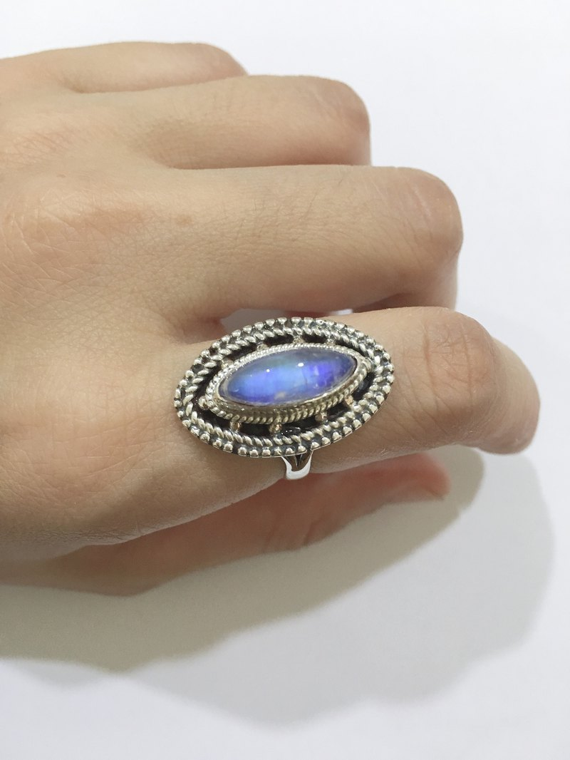 Styling Moonstone Ring Nepal Handmade 925 Sterling Silver