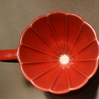 Guest Delights Red Daisy Long Rib Filter Cup 01