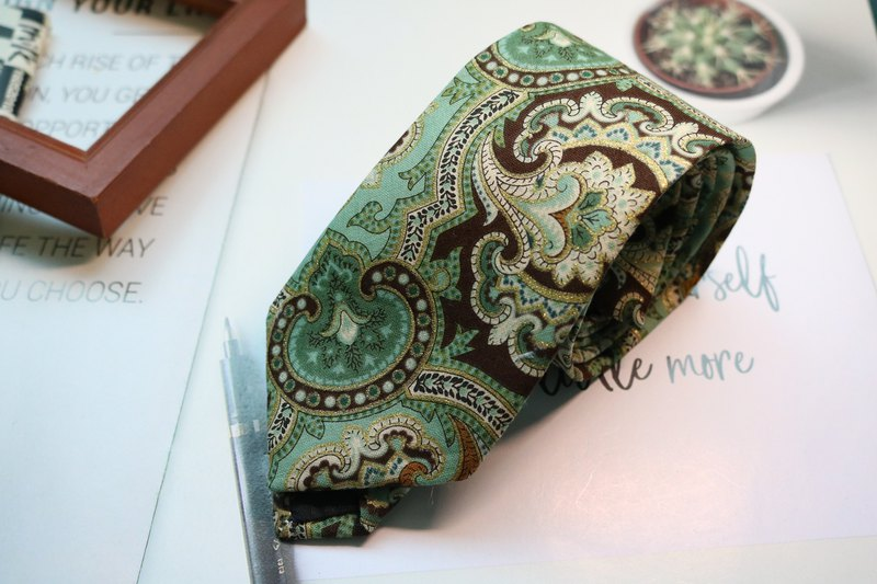 Light green Paisley tie Gentlemen grass green bolotie