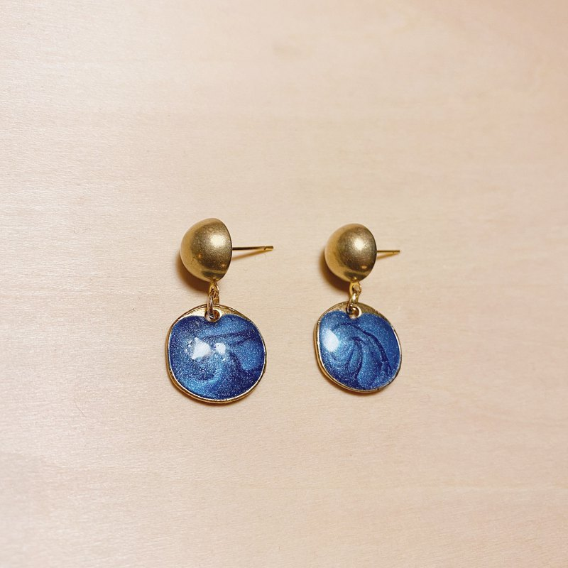 Vintage brass blue drip oil round earrings
