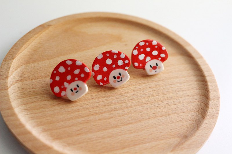Little lucky series of handmade ceramic clay brooch collar pin pin pin cute red mushroom
