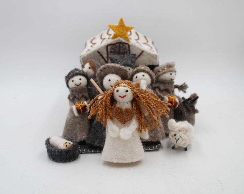 Full house, wool felt fairy tale world, human and animal dolls, fairies, witches