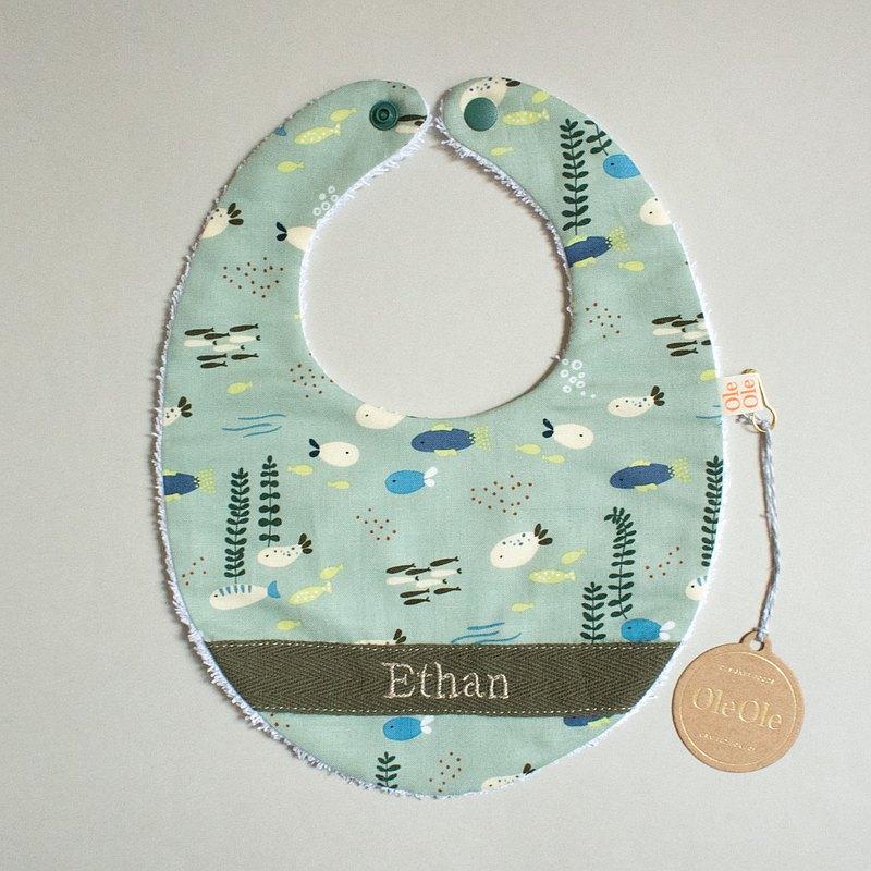繡名 客製名字 圍兜 口水巾 口水肩 彌月禮盒 男寶寶 嬰兒 小魚