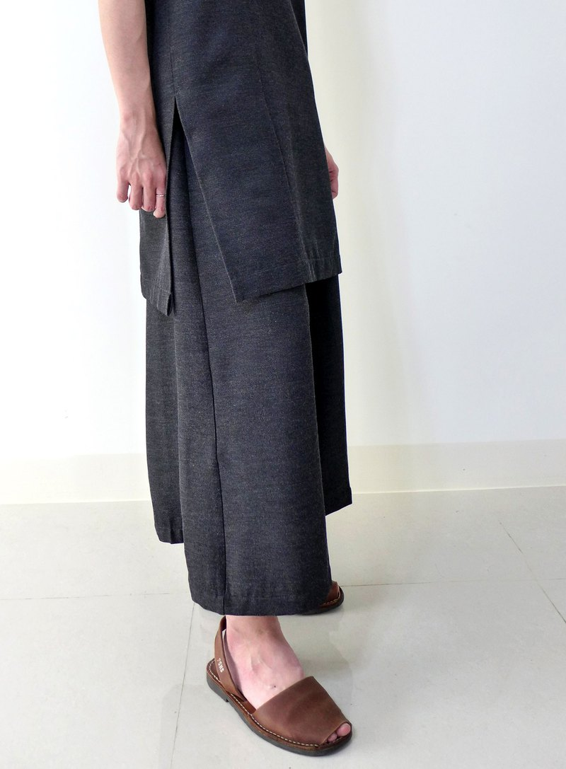Sesame cake---large wide pants/skirt