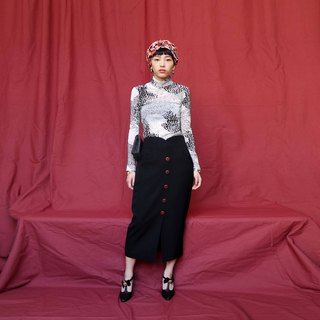 Pumpkin Vintage. Ancient black buttoned pencil skirt