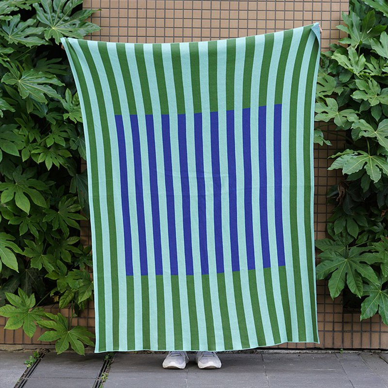 Draft independent design cotton knit travel air conditioning lunch break blanket shawl lazy blanket line frame blue green