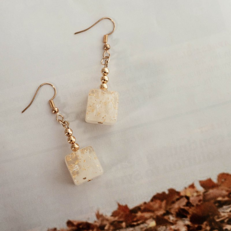 14K Translucent Gold Foliage Small Cube Simple Design Earrings