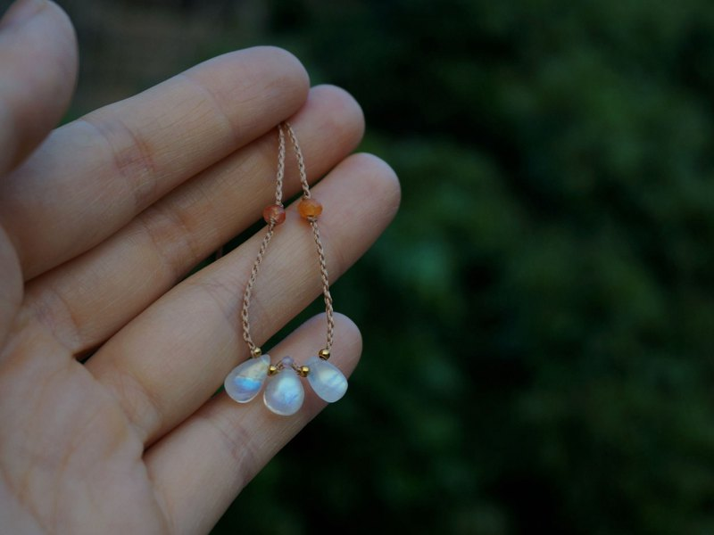 MC | Natural Moonstone + Sunstone Rainbow Clavicle Chain Wax Necklace
