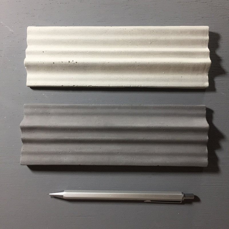 Fair-face concrete. Concrete pen tray with wave top