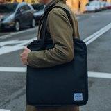 SYNARK - Water-Resistant Vinyl Tote 防水黑膠托特包 全封式設計 手提袋 肩背包 可容納15.6吋筆電 簡約俐落 質感百搭