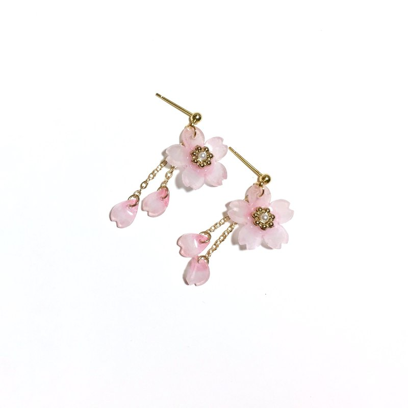 [Miniature flower house] Cherry blossoms fall. Meng Meng cherry powder. Hand made resin earrings.