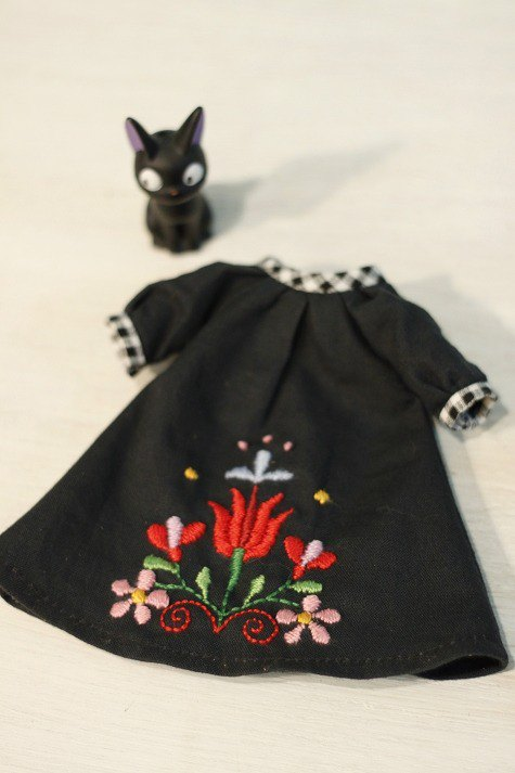 Neo Blythe large size handmade flower embroidery witch dress (Licca Lica can wear)