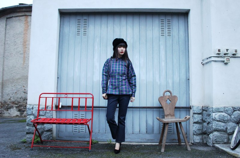 F3085 [Vintage jacket] {} standard Italian system in purplish blue green plaid long-sleeved shirt waist design shirt (Made in Italy)