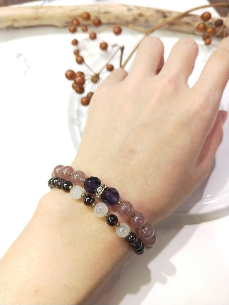 [The only product] red garnet*strawberry crystal*amethyst * powder crystal double bracelet
